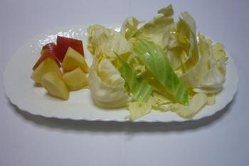 2.材料のリンゴとキャベツ.JPG